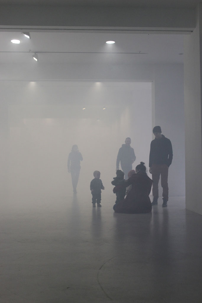 schall und rauch im kunstraum schwarz wei denken 1 perisphere. Black Bedroom Furniture Sets. Home Design Ideas